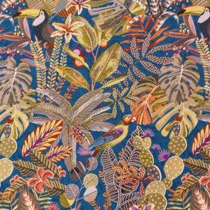 Tissu tissé jacquard fabriqué en France, motif jungle avec des oiseaux perroquets et végétation. La couleur de fond lumineuse est bleu canard