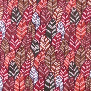 Tissu tissé jacquard fabriqué en France, motifs plumes et feuillages aux tonalités chaudes. Tissu d'ameublement façon tapisserie donnera du relief à un fauteuil, une banquette et aux coussins. Couleur dominantes rouges