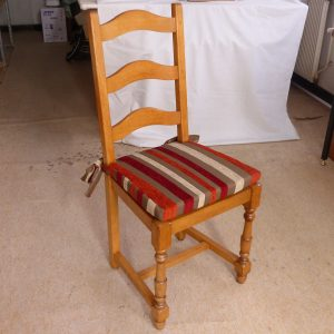 Cazméa, spécialiste de la décoration. Réalisation, confection de sièges, rideaux, coussins à prix bas. Un rendu parfait grace à un savoir faire artisanal français