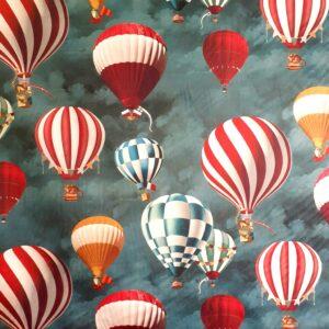 tissu velours ras imprimés montgolfières sur fond bleu paon